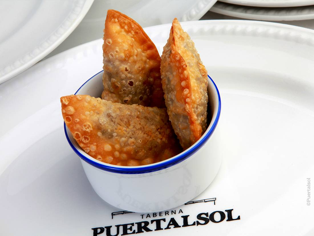 Baby empanadas made with ratatouille, tuna or braised oxtail